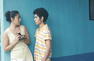 एक युवक अपने हिंदी में सेक्सी मूवी वीडियो में मुंह में लिखता है