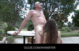 एक आदमी के हिंदी इंग्लिश सेक्सी मूवी साथ एक कंडोम में, नीले दोस्त